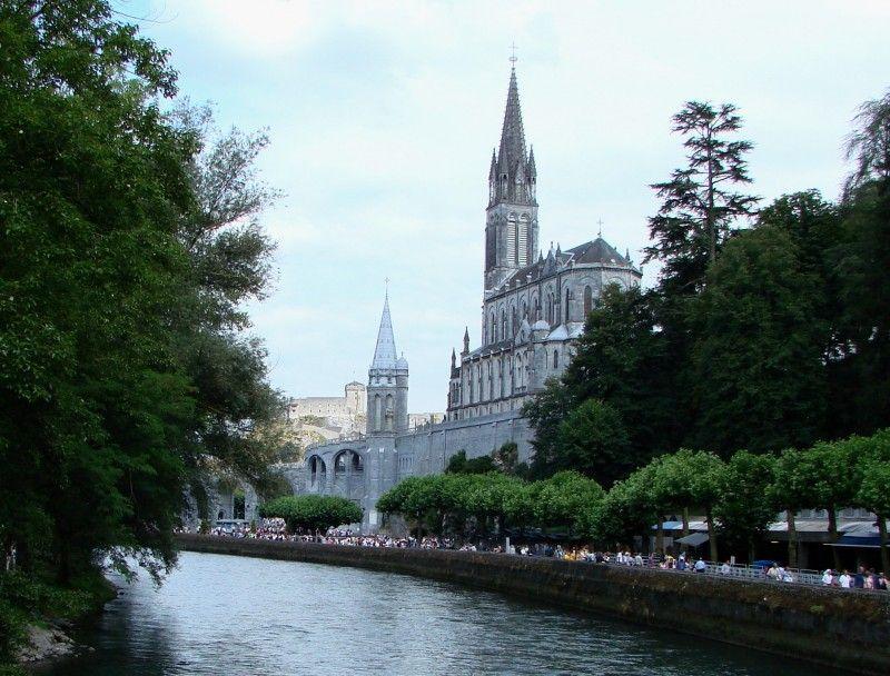 Santuario visto desde el rio